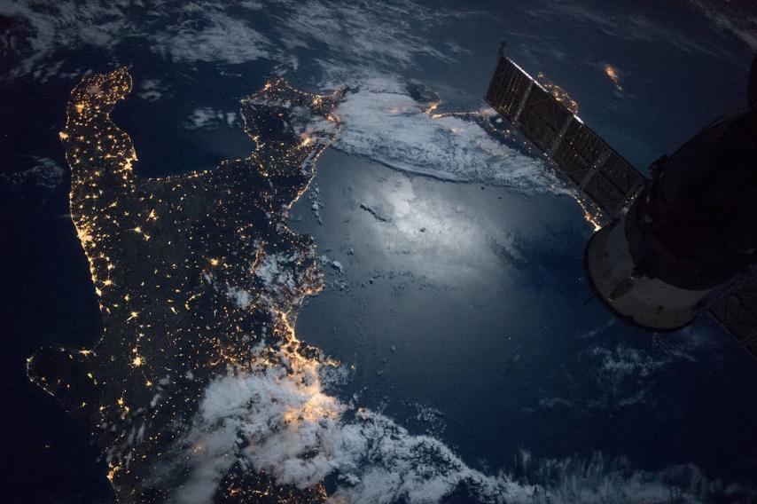 Le Meravigliose immagini di Capri e il Golfo di Napoli viste dal Satellite