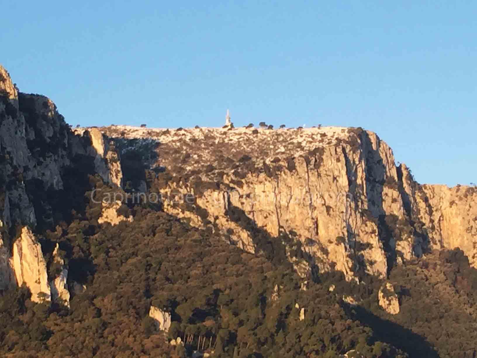 Maltempo: Neve a Capri, ecco come si é svegliata l'isola dei faraglioni