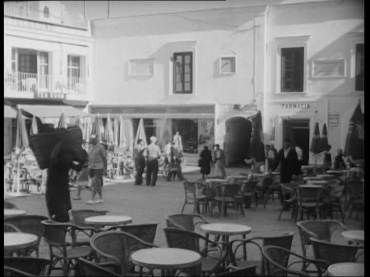"""Peppino di Capri nella sua piazzetta """"Me chiamme ammore"""" Video inedito del 1970"""