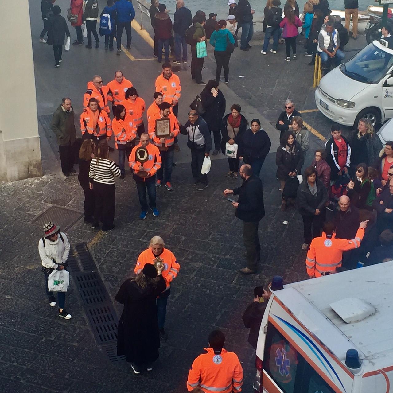 Capri: Il video dell'arrivo alla Marina Grande delle reliquie di San Pio da Pietralcina