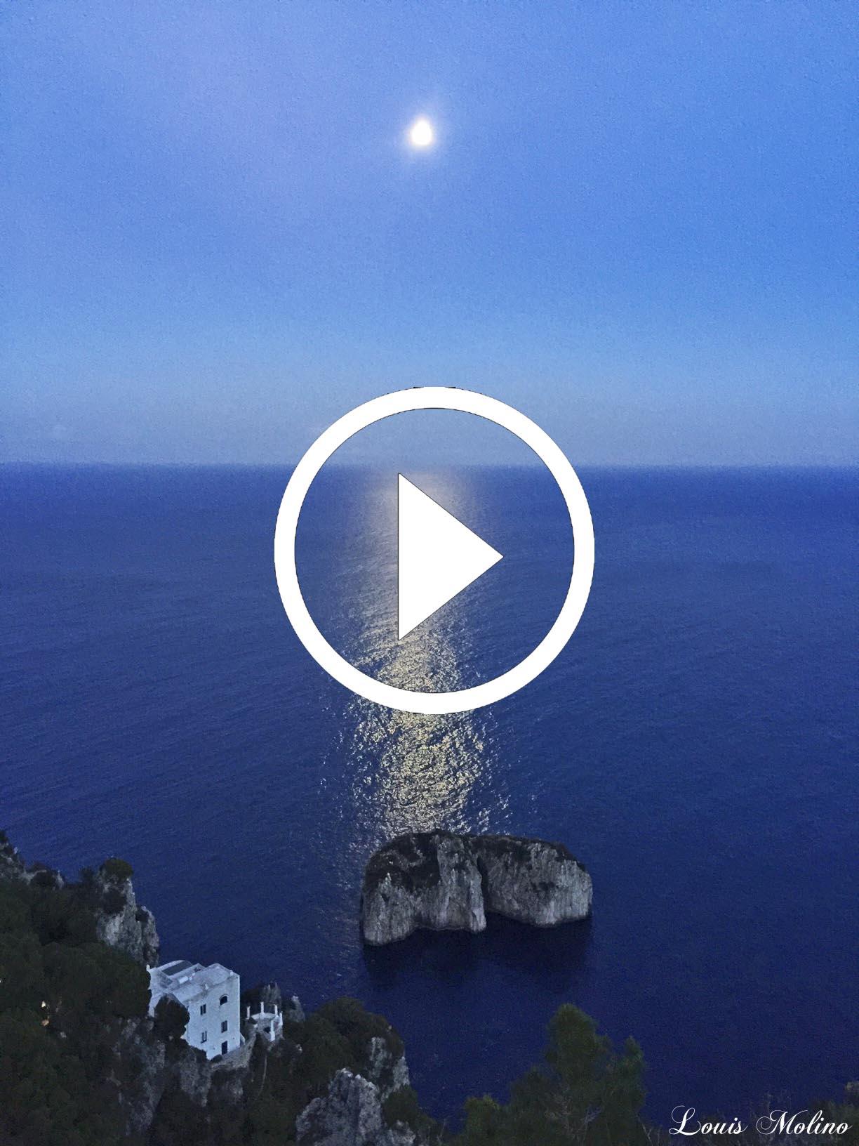 Capri. Le fantastiche immagini della Luna che illumina il Monacone e i Faraglioni (VIDEO)