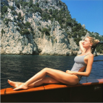 Vip a Capri. Alessia Marcuzzi, bagni di sole al largo dei faraglioni per la sexy conduttrice (FOTO E VIDEO)