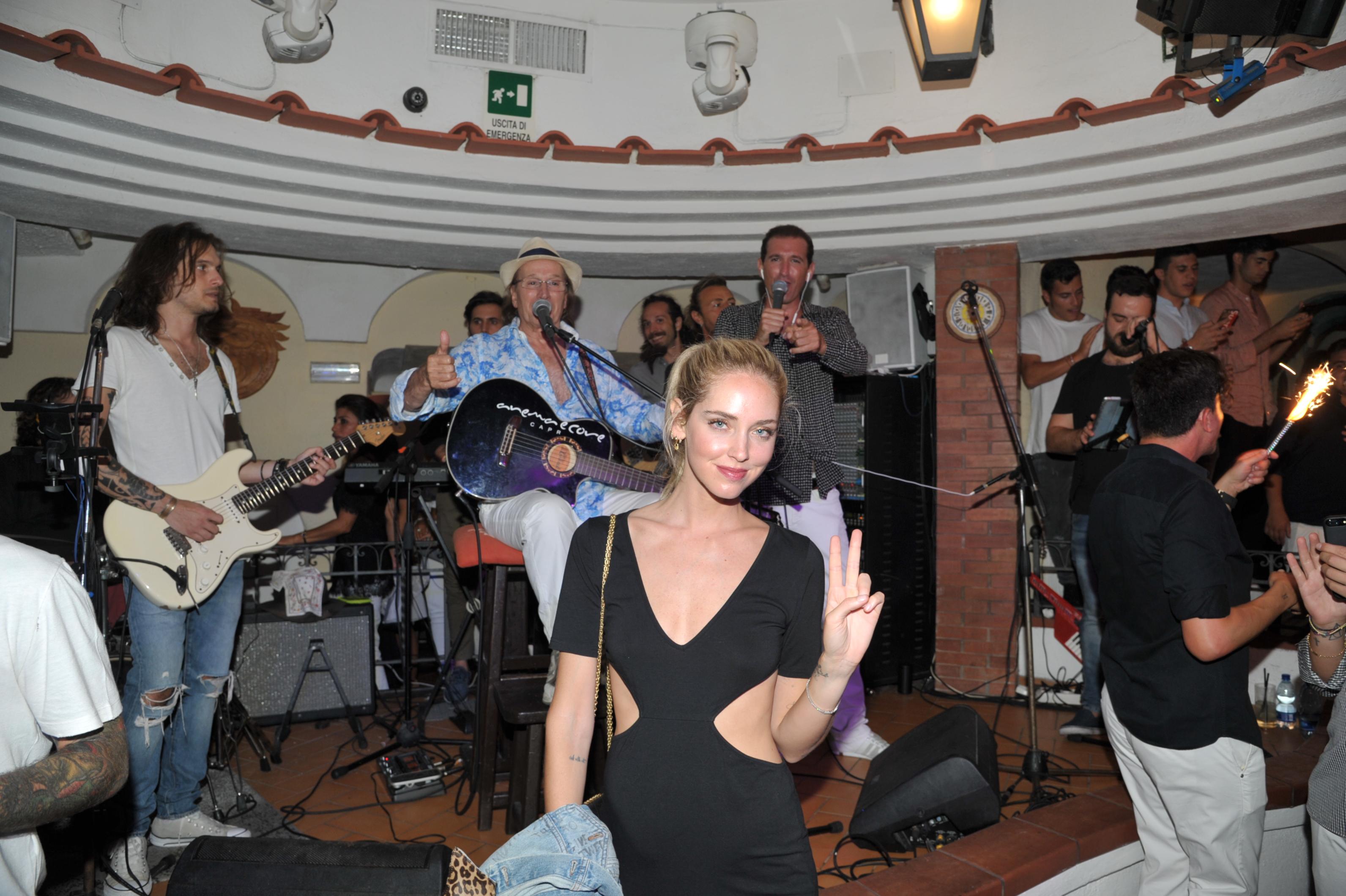 Capri. Ferragni e Fedez  alla Taverna di Guido Lembo in compagnia del cantante Fabio Rovazzi (FOTO).