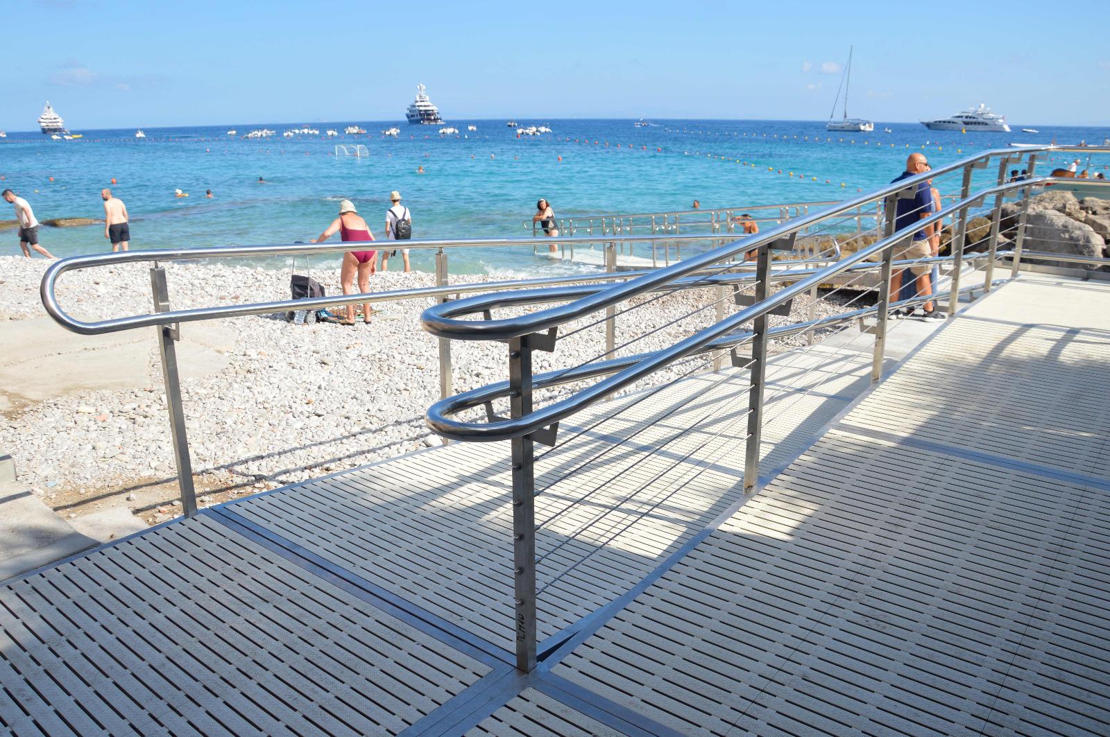 """Capri. """"Almeno questo lasciamolo.."""" la campagna di sensibilizzazione per educare sul corretto uso della nuova rampa disabili alla spiaggia di Marina Grande"""