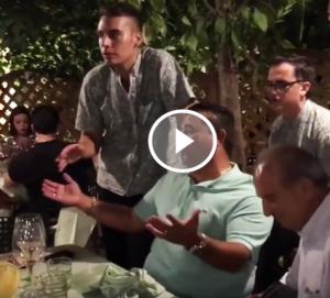 """Capri. Buddy Valastro, il """"Boss delle Torte"""" si improvvisa cantante al Ristorante Da Paolino (VIDEO)"""