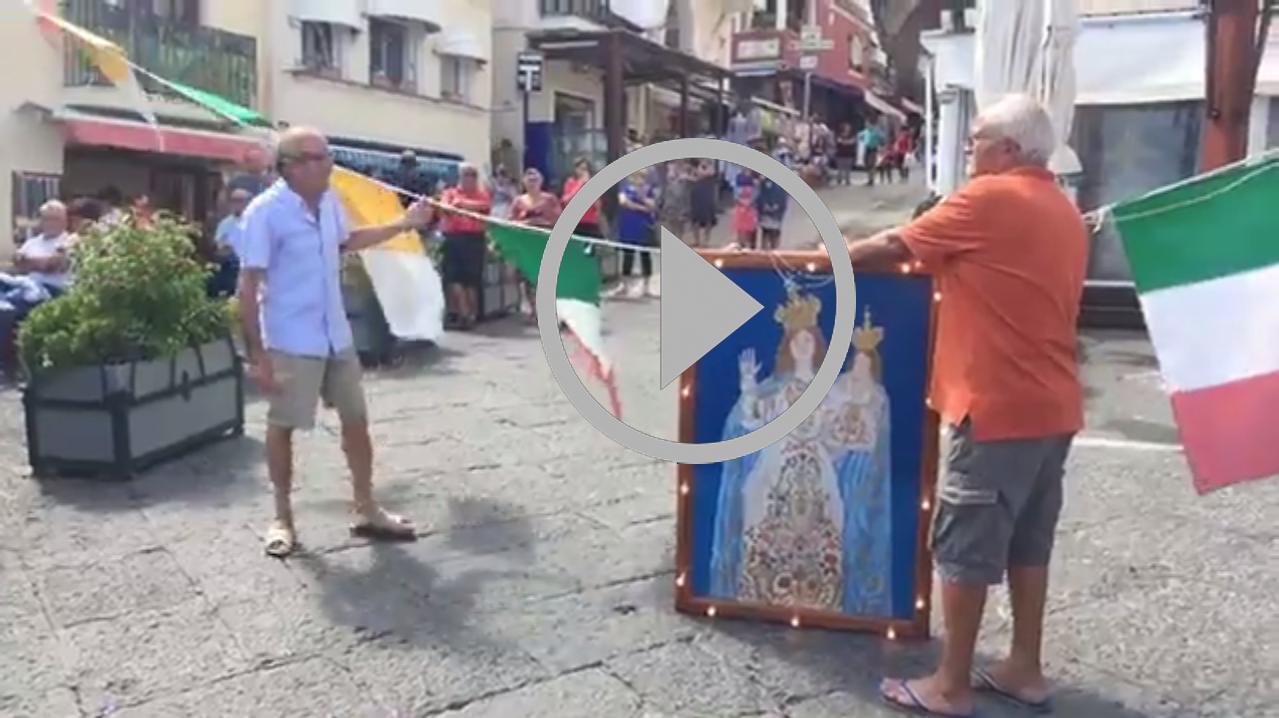 Capri: Si innalza il quadro della Madonna della Libera nel borgo di Marina Grande (DIRETTA)
