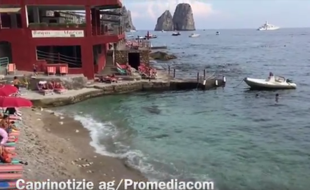 Capri: Prima domenica di Ottobre con clima estivo, le immagini da Marina Piccola (VIDEO)