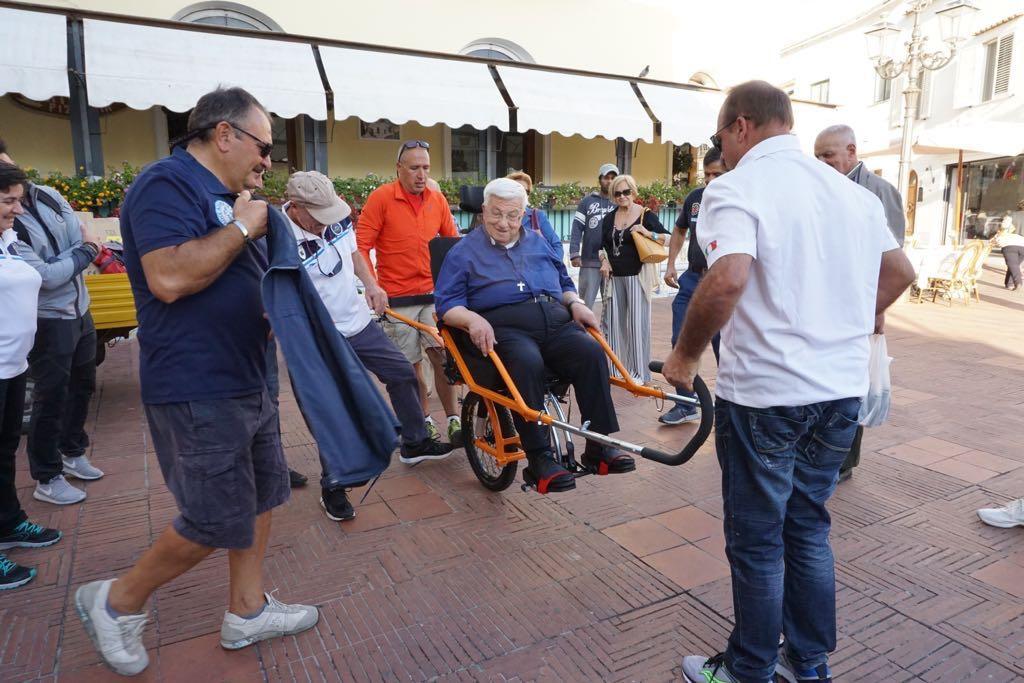"""Capri. Cerimonia di Presentazione della """"Joelette"""" la speciale carrozzina per il trasporto di chi ha difficoltà motorie"""