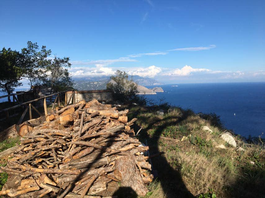 Capri. Proseguono i lavori di valorizzazione per il Parco Astarita accompagnati dall'opera dei Volontari di Capri é anche Mia