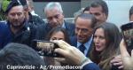 Capri: Berlusconi al Congresso dei Giovani di Confindustria, Bagno di folla e Selfie (VIDEO)