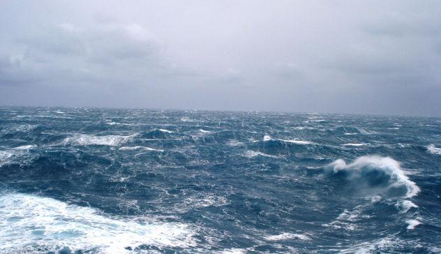Capri. Mare in tempesta previsti venti fino a 46Kmh  ( VIDEO)