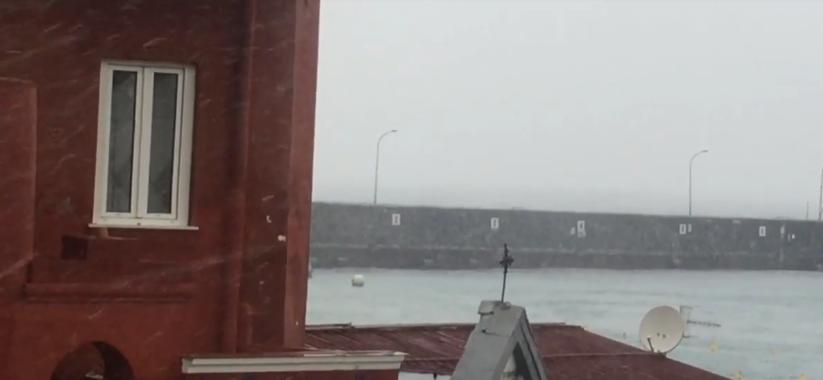 Neve a Capri: I primi fiocchi che cadono al porto di Marina Grande (VIDEO E FOTO ESCLUSIVE)