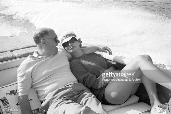 Capri 1961. Sofia Loren e Carlo Ponti, gita romantica al largo dei Faraglioni