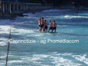 Capri. Selfie tra le onde del mare Increspato di Marzo ( FOTO)