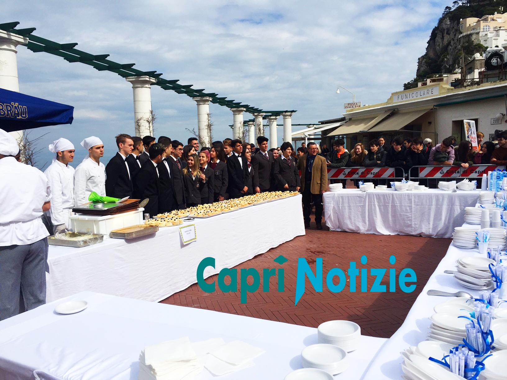 Capri. La tradizionale Zeppolata in piazzetta 2018 (Foto e Video)