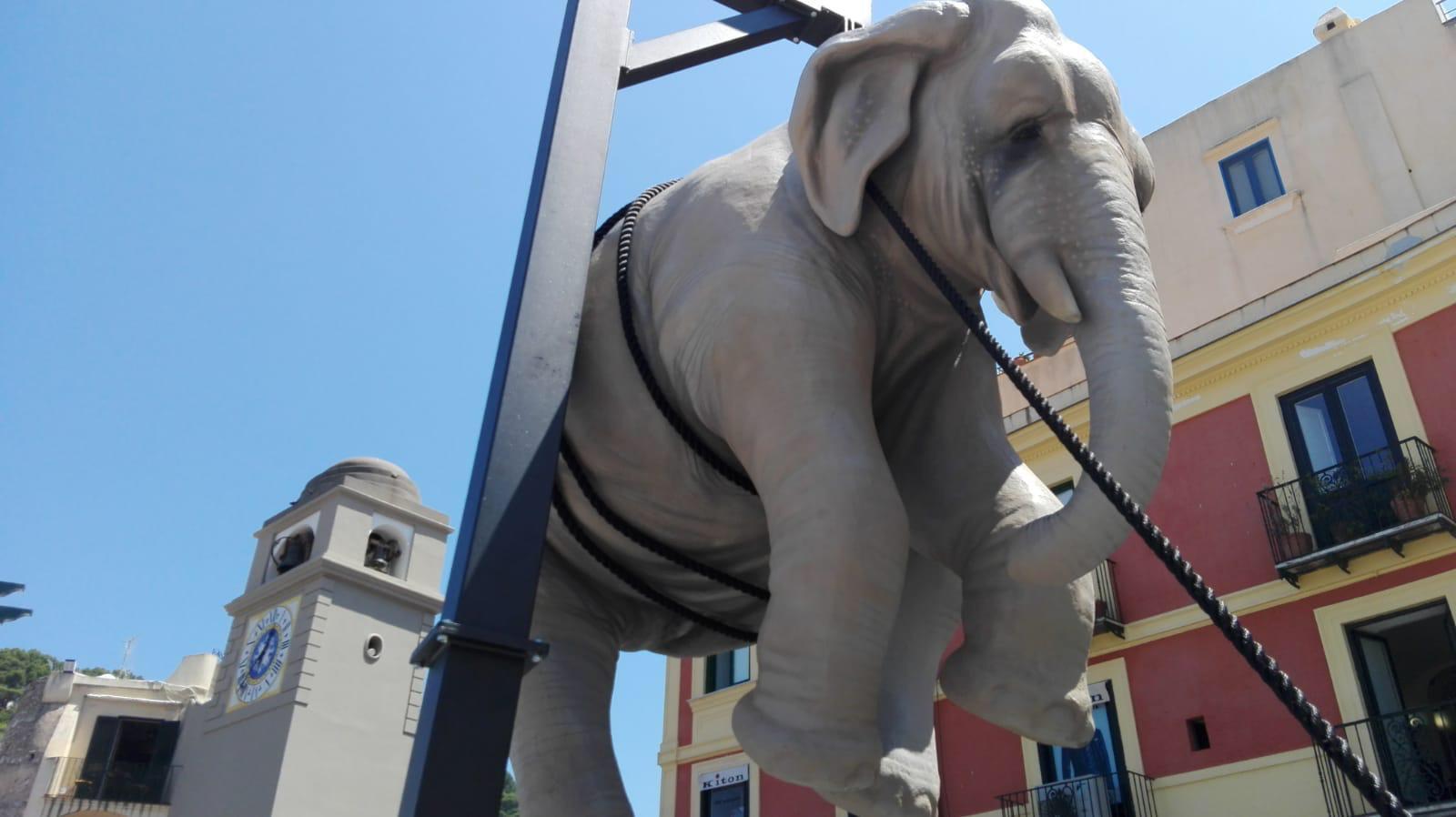 """""""Marta e l'elefante"""" svelato il nome della nuova installazione nella Piazzetta di Capri"""