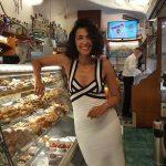 """Caterina Balivo """"A Capri mi sento a Casa"""" tra le """"Bombe del Bar Alberto"""" e i bagni al Faro di Punta Carena"""