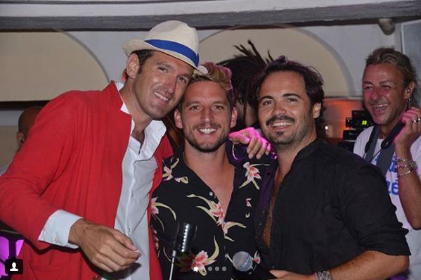 Capri: Il calciatore del Napoli Dries Mertens canta e balla all' Anema e Core (VIDEO)