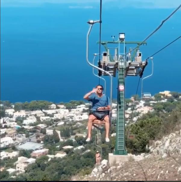Vacanze a Capri per L'ex Calciatore lusitano Nuno Gomes, la foto sulla Seggiovia del Monte Solaro