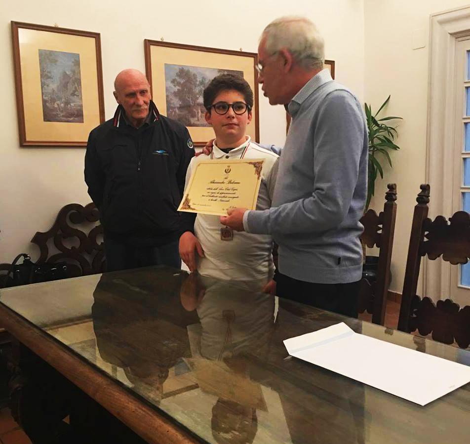 Sport a Capri. Il Sindaco premia il giovane arciere Alessandro Balsamo per il risultato nella finale  di campionato italiano di tiro con l'arco 3d
