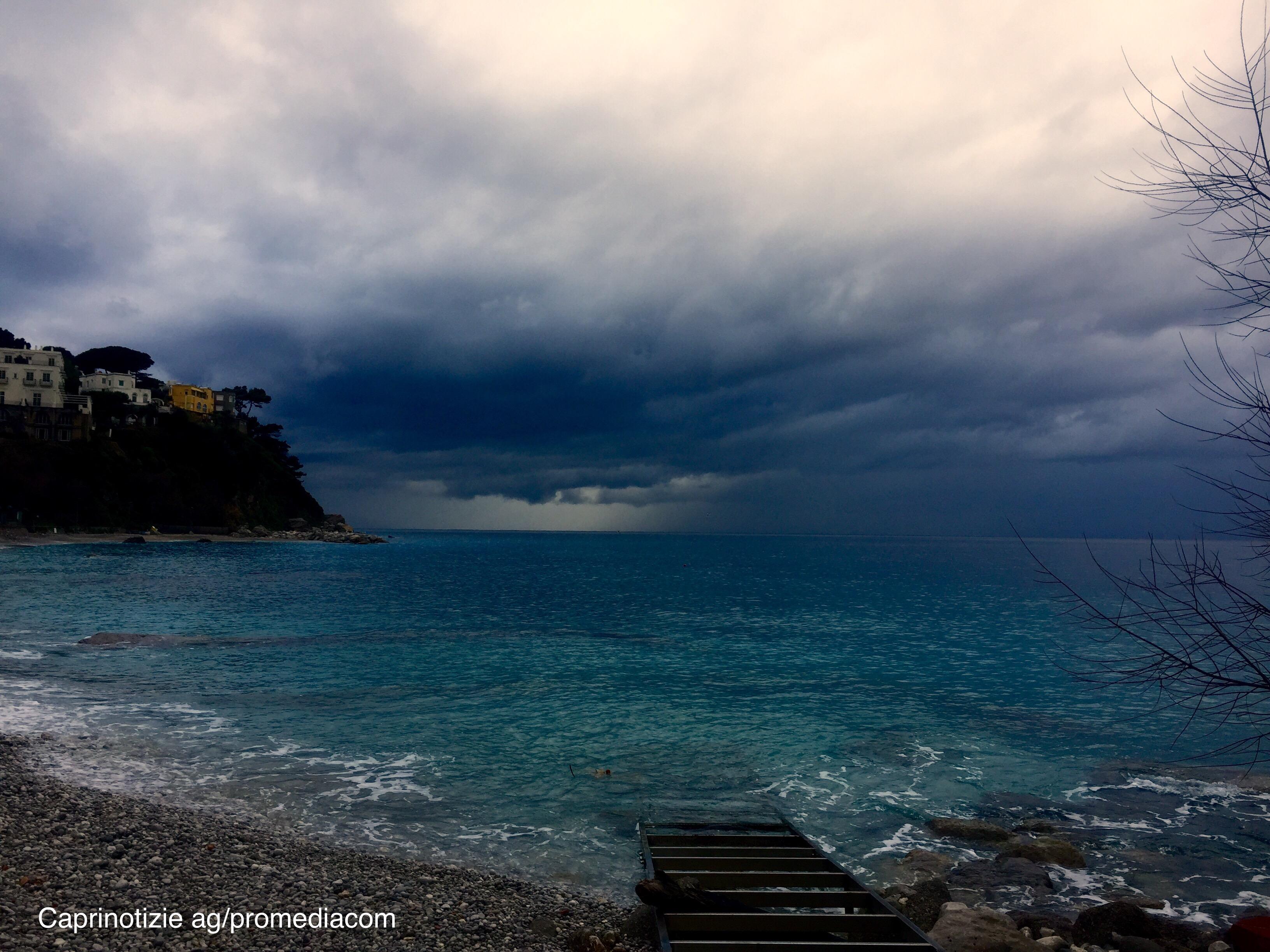 Capri. Tra Cielo e Mare, lo scatto che racconta il temporale