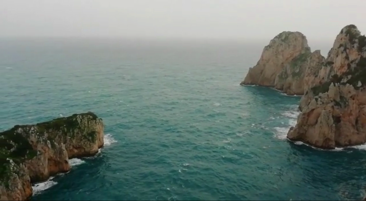 """Capri """"Quando soffia lo Scirocco"""" le immagini dai Faraglioni"""