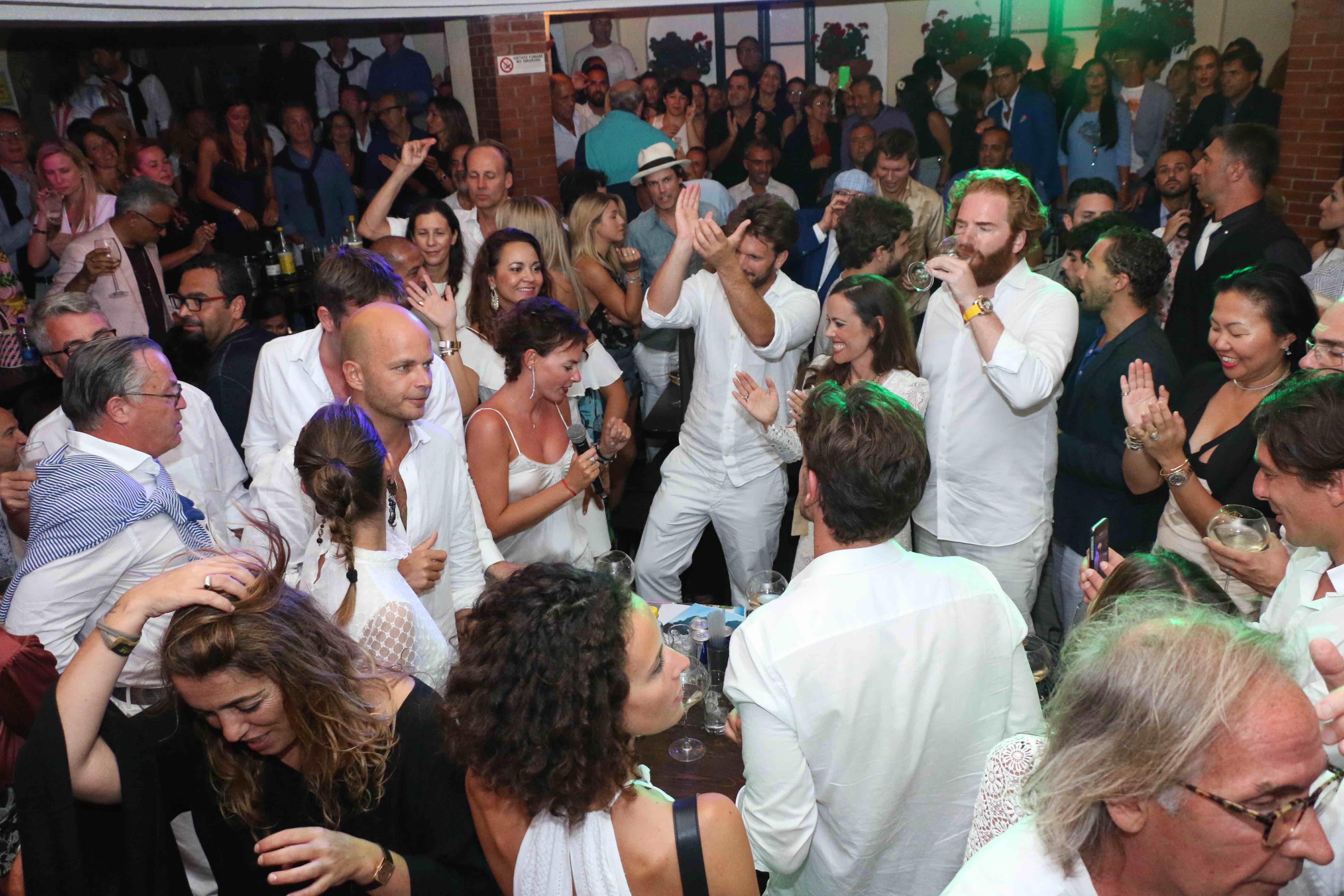 Capri. Riparte il by night caprese con la riapertura della Taverna Anema e Core