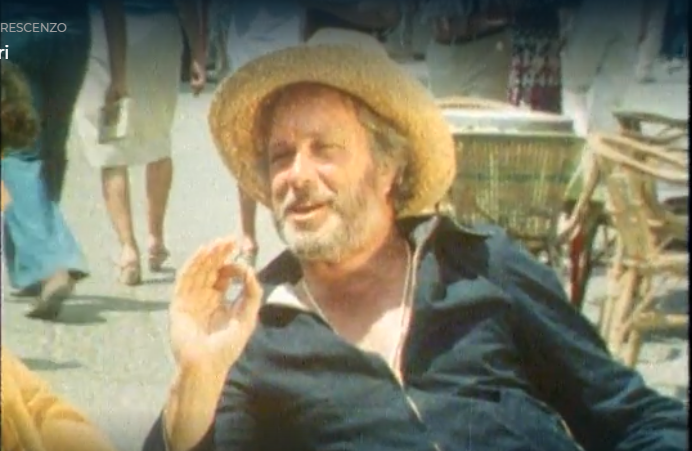 Capri 1978. De Crescenzo ci accompagna in un inedito e divertente reportage da Capri