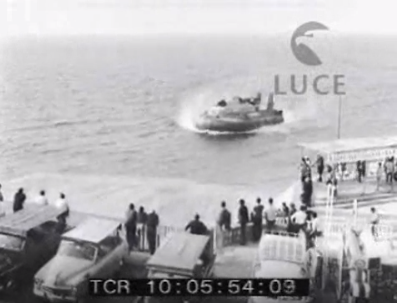 Capri 1967: A 100 km l'ora da Napoli a Capri, un Viaggio a bordo dell' overcraft (VIDEO INEDITO)