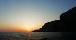 Capri, il Cielo Rosso Fuoco per lo spettacolo indescrivibile del Tramonto al Largo dei Faraglioni (VIDEO)