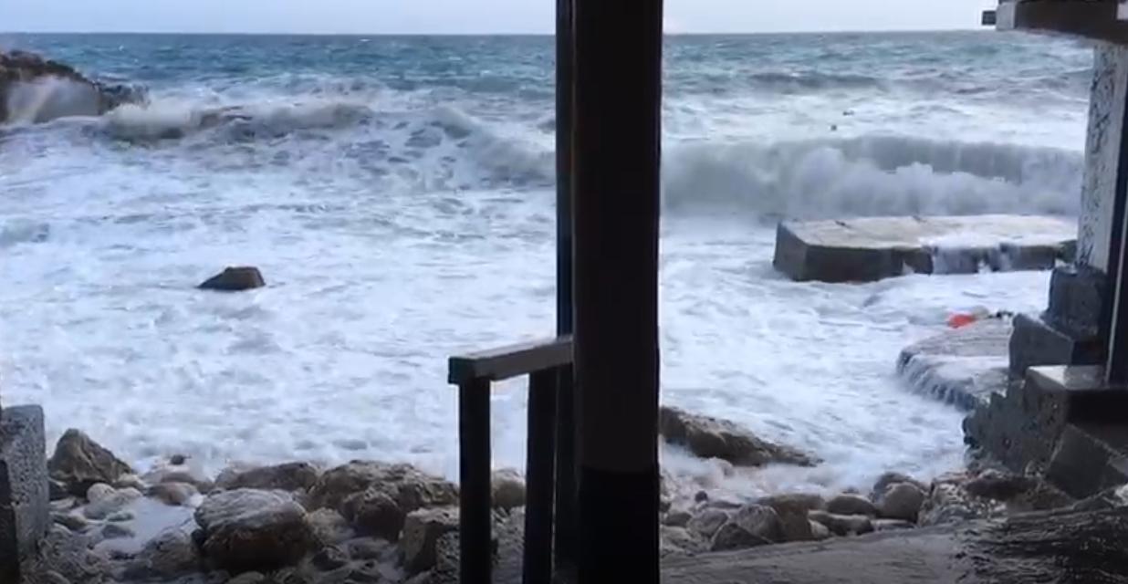 Capri. Lo spettacolo del Mare in Tempesta  (Video)