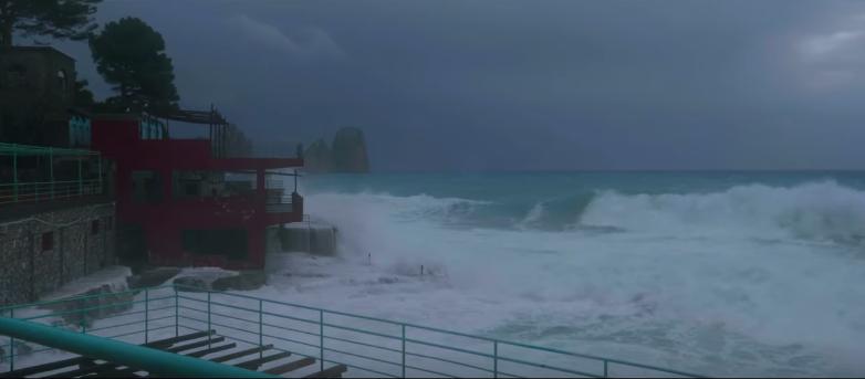 Capri. La stroardinaria Mareggiata a Marina Piccola nel Video di Salvatore Vivo