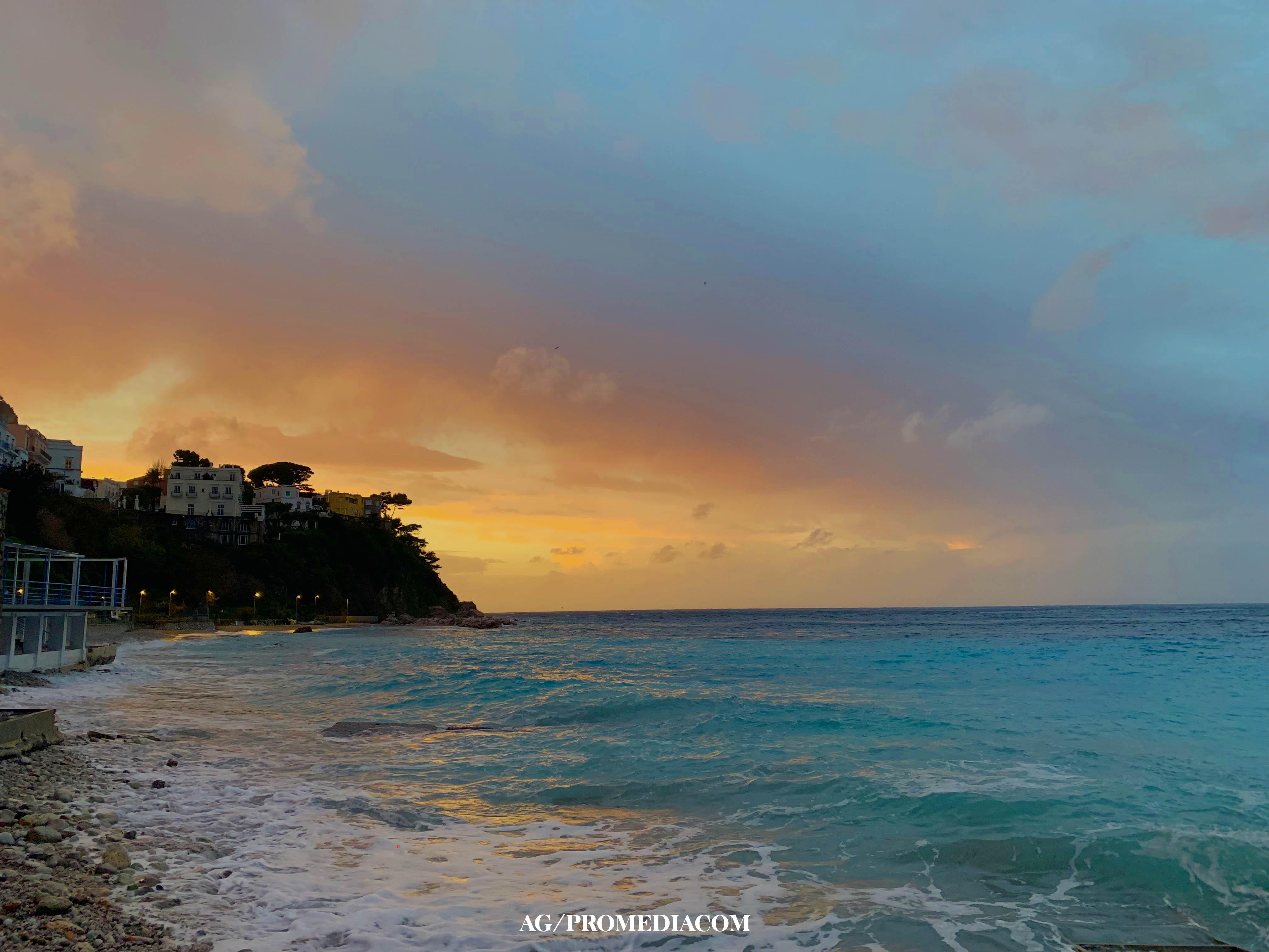 Capri. Il tramonto sul mare prima della tempesta, la foto é uno spettacolo!