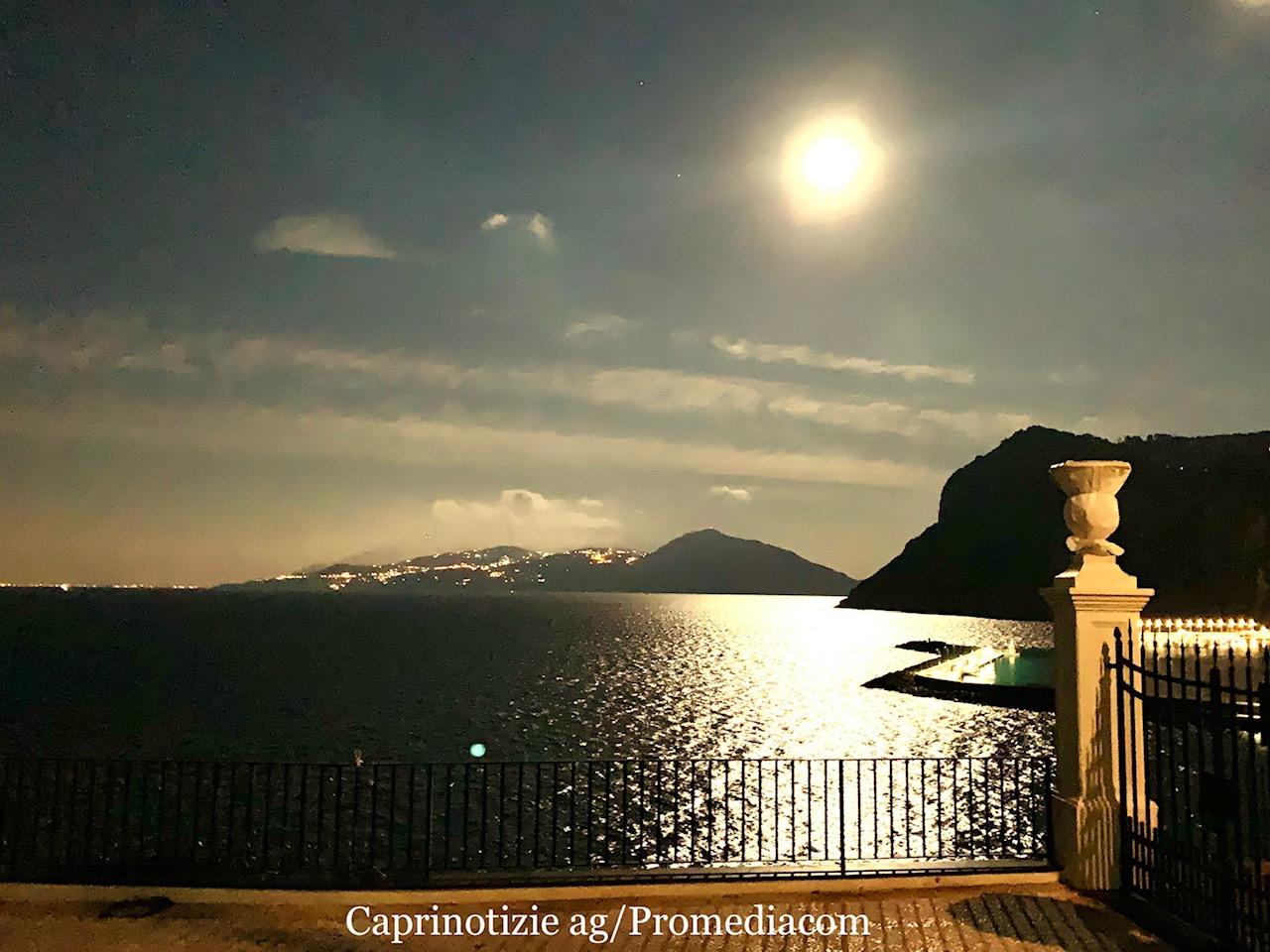 CAPRI. La Luna piena regala uno spettacolo incredibile ( FOTO)