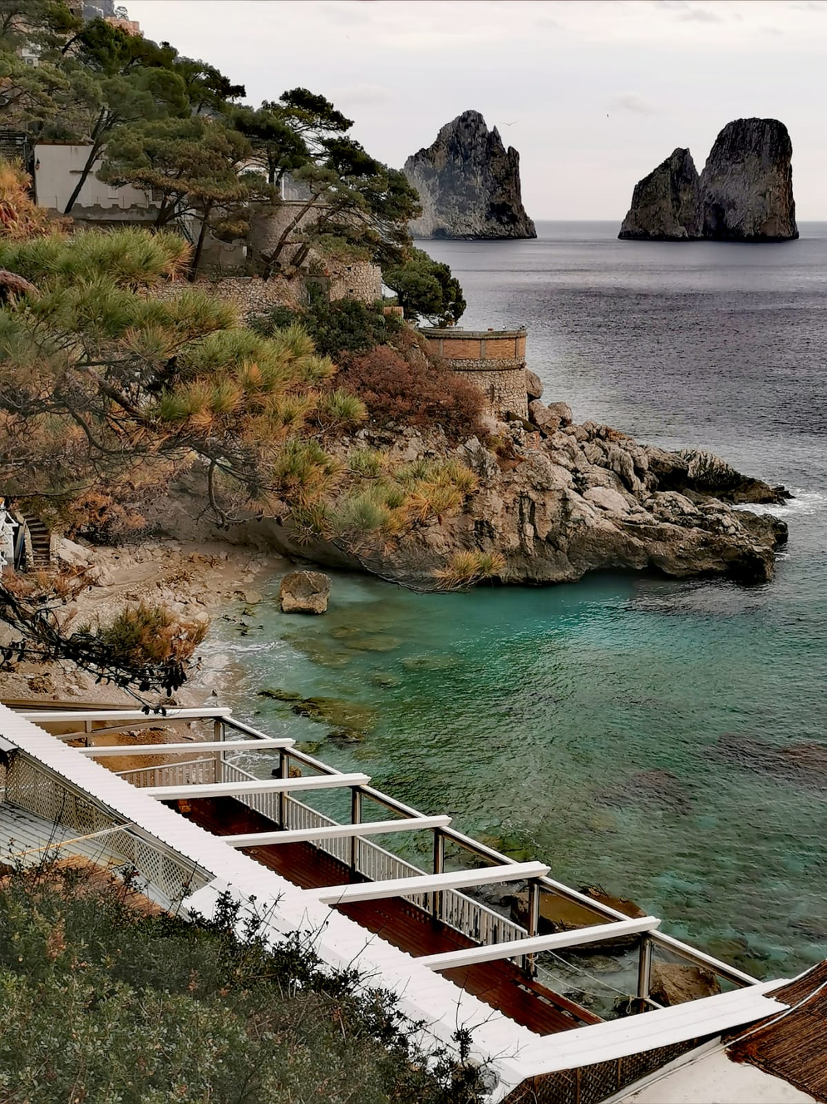 Capri in Inverno, l'affascinante Torre Saracena, la Foto é un Quadro