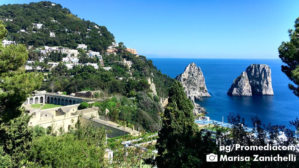 VIDEO – Il Mare di Capri è una Meraviglia : Le Immagini mozzafiato dai Faraglioni