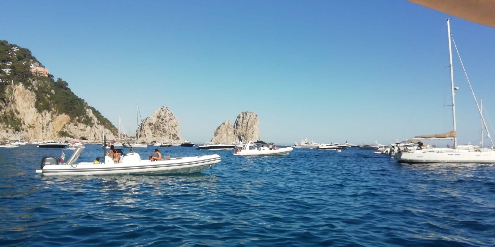 """""""Tutti a Capri"""" un Mare di Barche per inaugurare la """"Tanto attesa"""" Estate 2020"""