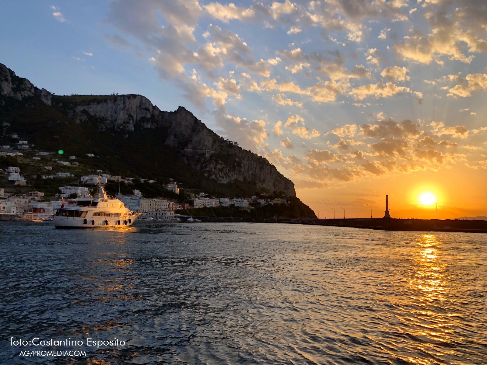 Capri. Approda Sirahmy: Il primo yacht della stagione e del dopo lockdown (FOTO)