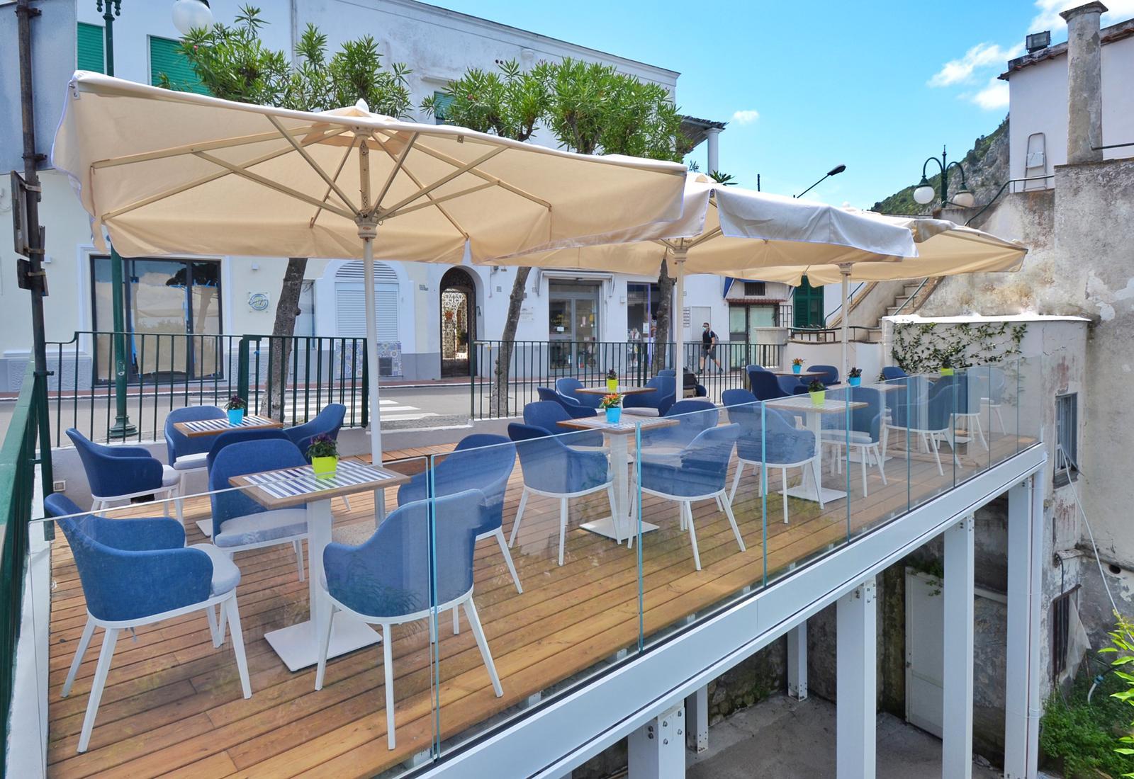"""Capri. Nuovo Look con Terrazza Panoramica, riapre """"Europa Food e Wine"""" il Bar della Famiglia Fabbrocino di Via Roma."""