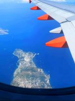 Tutti a Capri: L'Isola circondata dalle Barche nel Weekend, La Foto scattata da un jet é Spettacolare