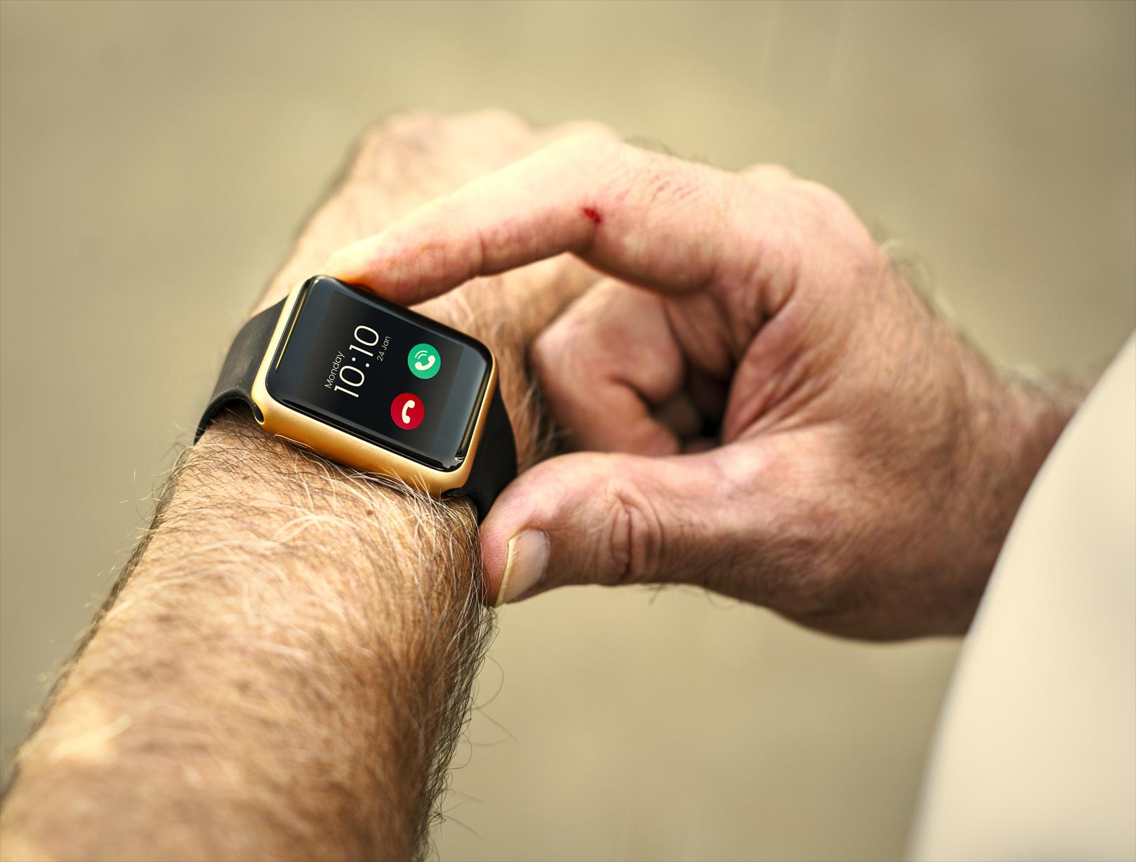 Smartwatch, Vendite boom con il Covid: misurano anche ossigeno, battiti e pressione del sangue Apple e gli altri. Confronto