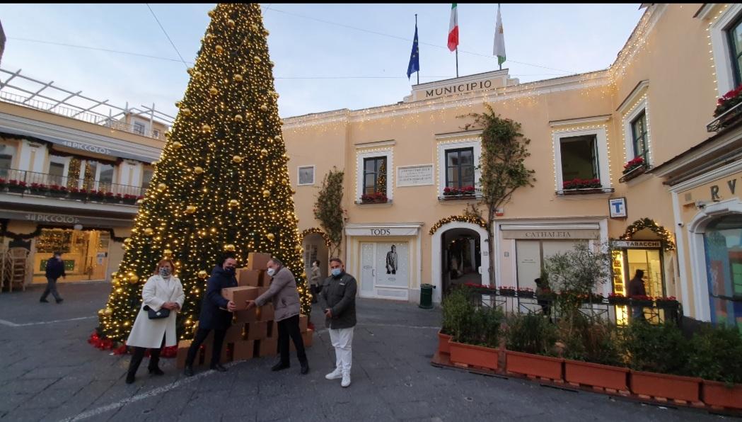 IL Rotary Club isola di Capri dona 50 Pacchi Spesa ai Comuni di Capri ed Anacapri