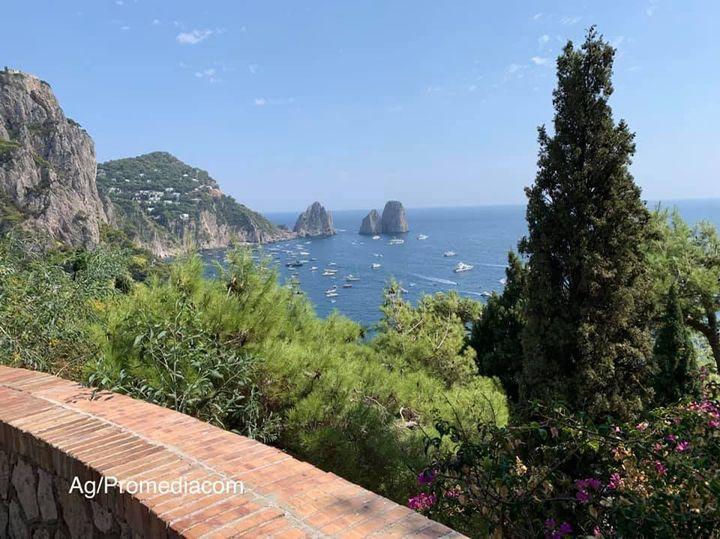 Capri. dalla Curva con il panorama più bello del mondo (Video)